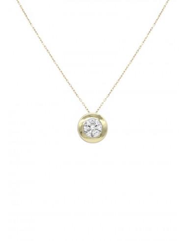 Collar La Petra en oro 18k formado por una cadena y un colgante chatón con circonita en talla brillante.