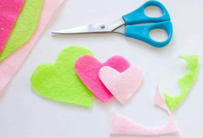 recortar los trozos en forma de corazón