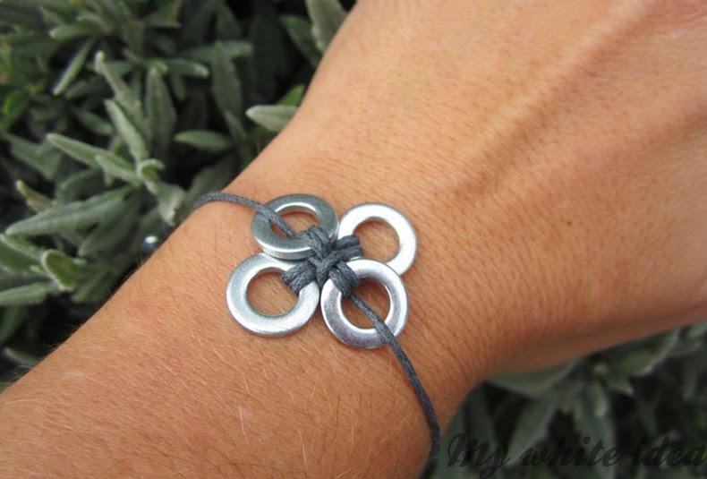 pulsera hecha con arandelas y hilo de cuero