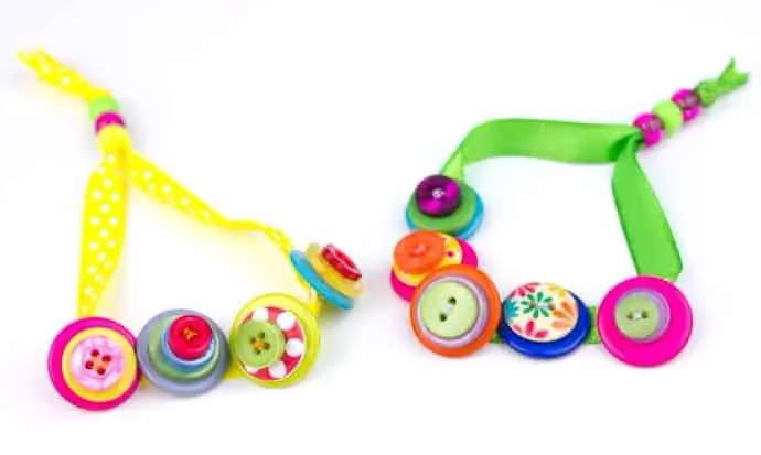 pulseras de botones para niños terminadas